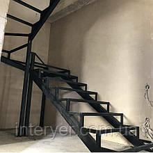 Металлическая лестница прямая поворотная под зашивку