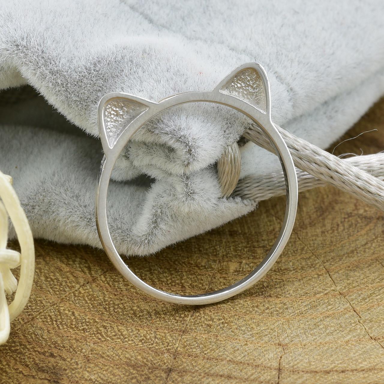 Серебряное кольцо размер 17.5 вес 0.8 г