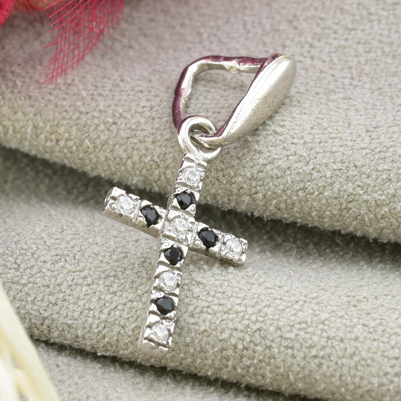 Серебряный крестик Эллада размер 25х10 мм вставка черные фианиты вес 0.7 г