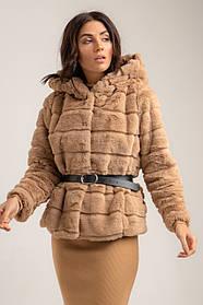Женская искусственная шуба короткая с капюшоном и карманами в 3 цветах карамель