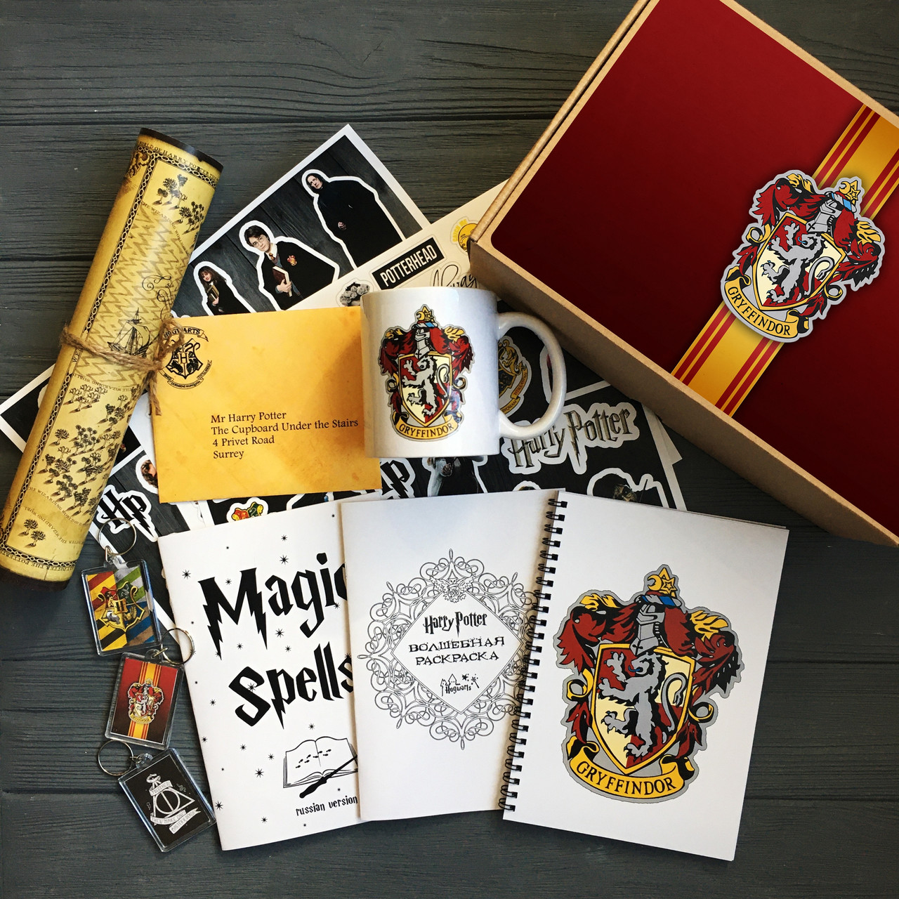 Посилка з Хогвартса факультету Грифіндор