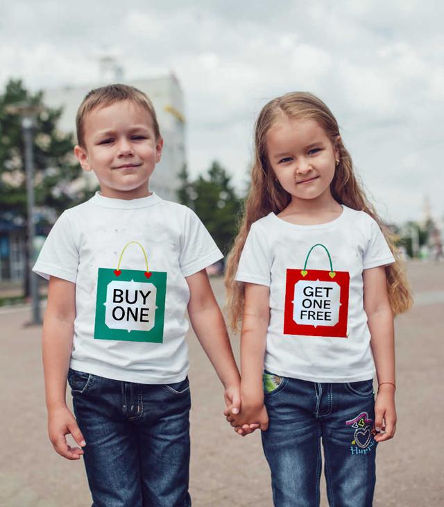 Парні футболки з принтом для двійнят і близнюків