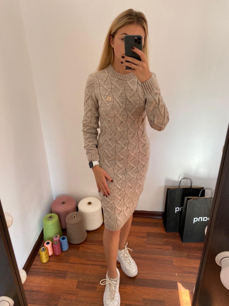 Нарядное, теплое платье с брошью Меланж