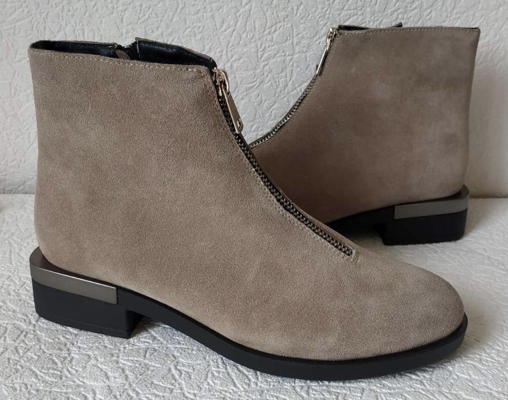 Ferre стильные женские демисезонные ботинки  натуральная замша змейка впереди красивый цвнт капучино