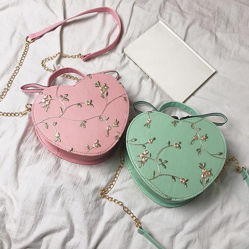 Элегантная круглая сумочка в форме сердца