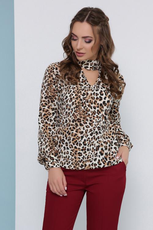 Стильная блуза свободного кроя с воротником - чокером бежевая