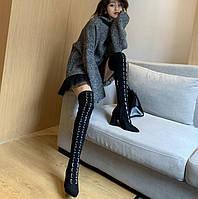 Чистый красный сексуальный ремень с пряжкой, высокие сапоги, кожаные бархатные сапоги на толстом каблуке, высокие каблуки, ботфорты, длинные ноги и