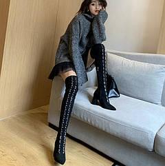Чистий червоний сексуальний ремінь з пряжкою, високі чоботи, шкіряні оксамитові чоботи на товстому каблуці, високі підбори, ботфорти, довгі ноги і