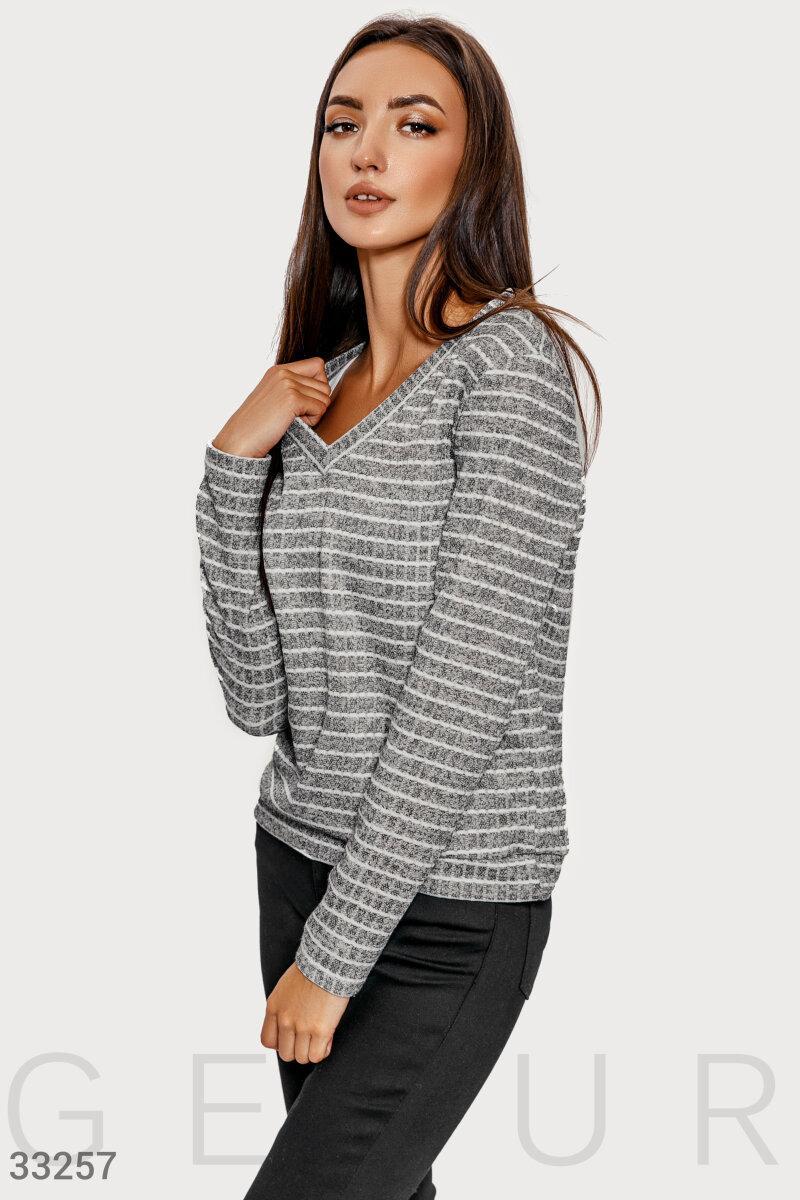 Трикотажный пуловер в полоску серый
