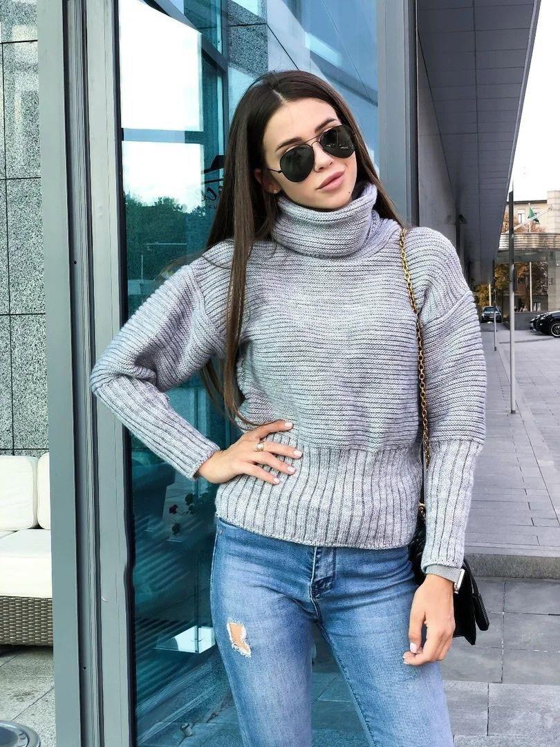 Очень теплый вязаный свитер из шерсти под горло
