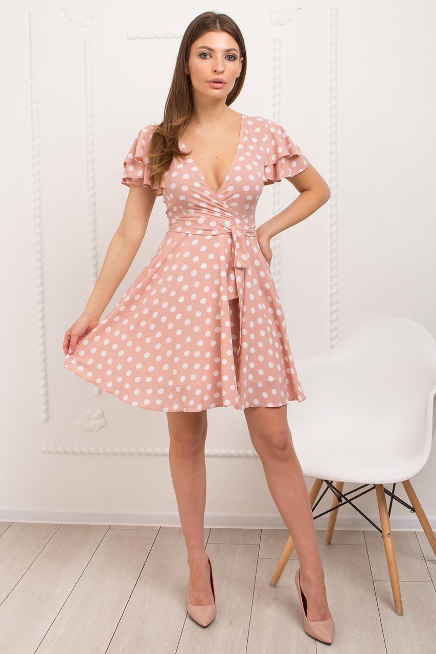 Платье из легкой ткани с приталенным кроем