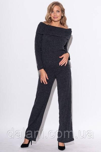 Женский брючный темно-серый костюм в рубчик из брюк-клёш и джемпера с открытыми плечами