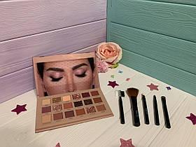 Палетка теней Makeup Revolution - Flawless 4 + кисточки вместе дешевле