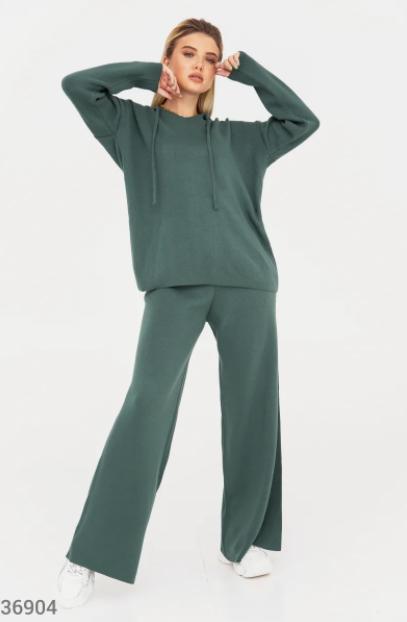 Зеленый костюм со свободным кроем UN