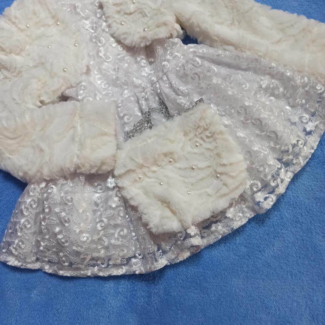 Модное нарядное красивое платье для девочки с меховой болеро и сумочкой.