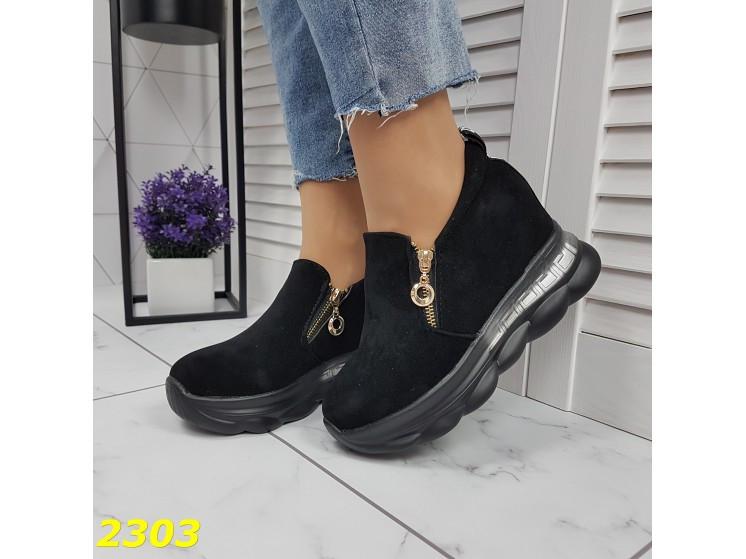 Сникерсы кроссовки черные с танкеткой на платформе со змейкой К2303