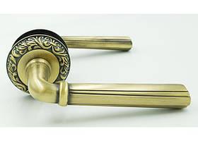 Ручки для входных дверей на розете резная Trion ЦАМ CASTO 132 MAC