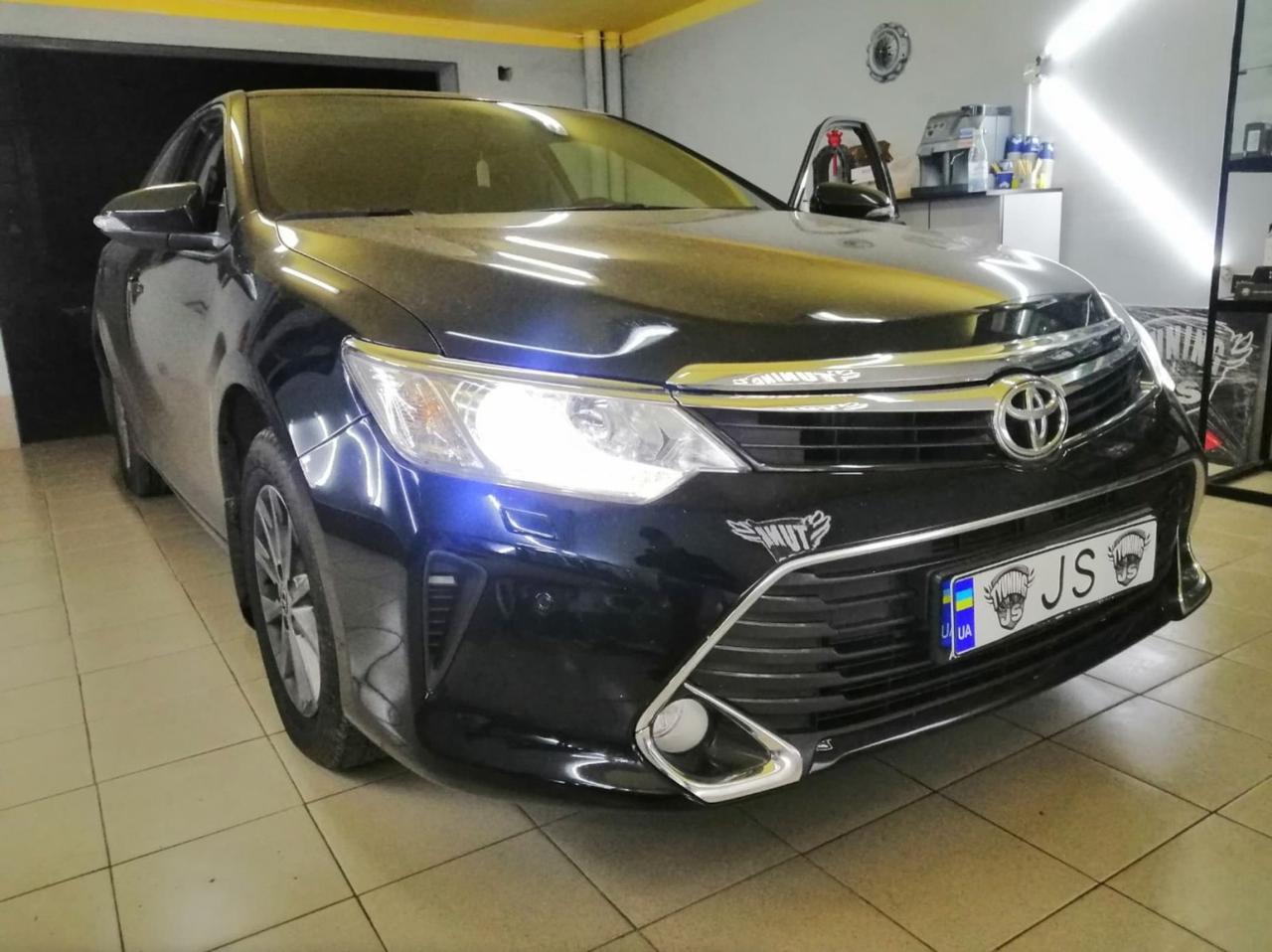 Установка ксеноновых ламп Toyota Camry