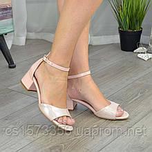 Босоніжки жіночі шкіряні на невисоких підборах, колір рожевий/пудра