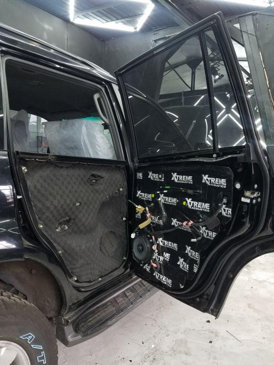 Установка шумо-виброизоляции на Toyota Land Cruiser Prado 2006 года
