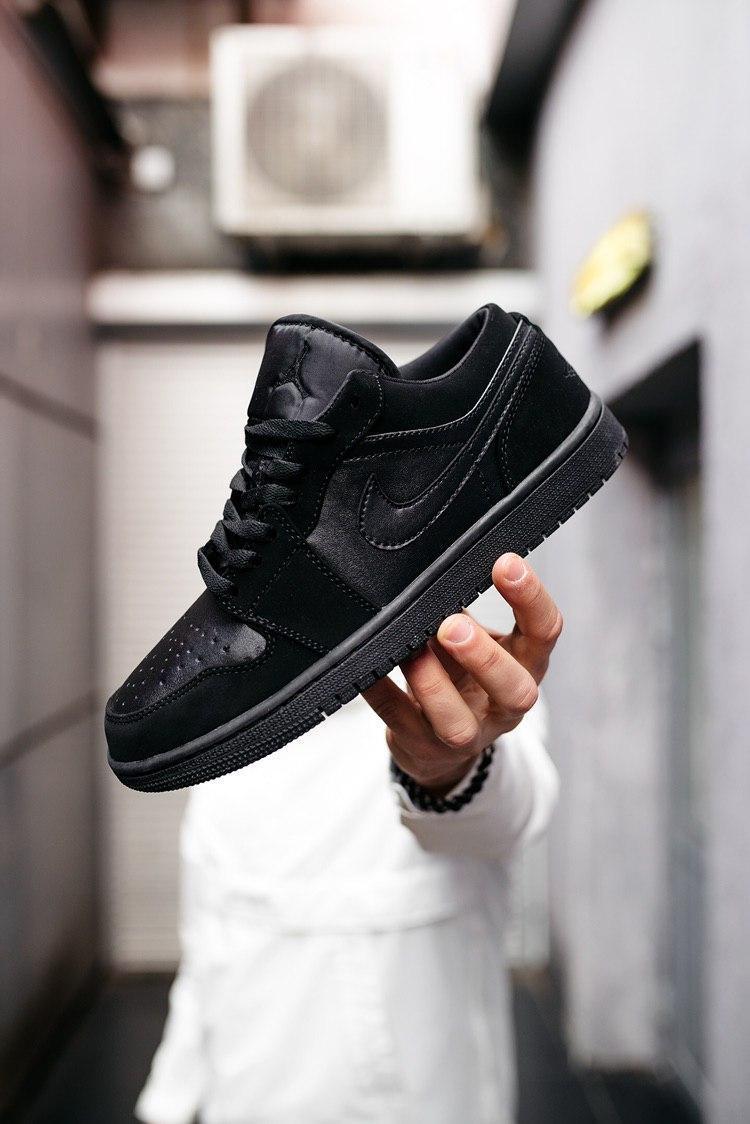 """Кросівки чоловічі Jordan 1 Retro 1 Low """"Triple Black"""", чорні"""