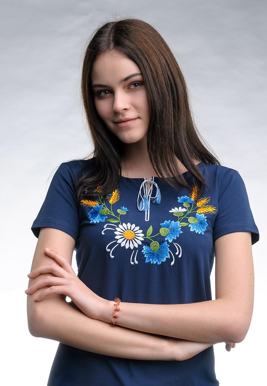 Женская вышитая футболка темно-синего цвета с цветочным орнаментом в украинском стиле «Веночек»