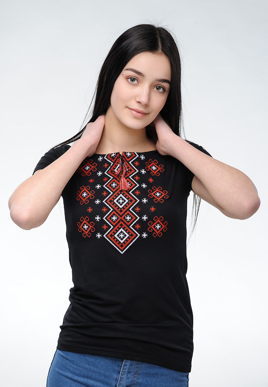 Модна жіноча вишиванка із класичною вишивкою на короткий рукав «Карпатський орнамент (червона вишивка)»