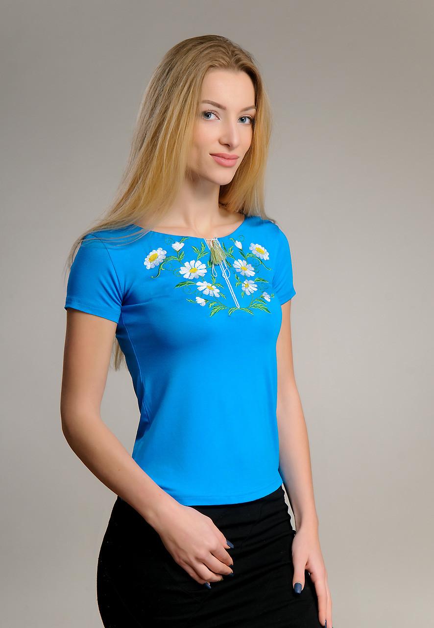 Яскрава жіноча вишиванка у блакитному кольорі із квітковим орнаментом «Ромашки» S
