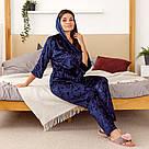 Комплект жіночий з мармурового велюру плюс-сайз. Комплект халат і штани темно-синього кольору, фото 5