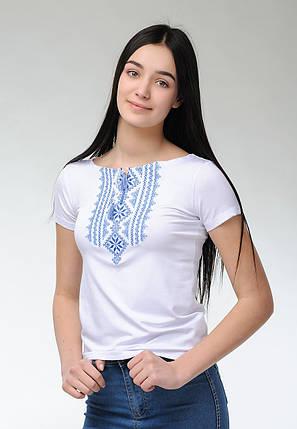 Вышитая футболка для девушки в белом цвете с геометрическим орнаментом «Гуцулка (голубая вышивка)», фото 2