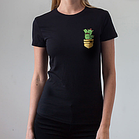 Женская черная футболка, карман с котами-кактусами