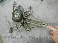 8200043084 Кронштейн КПП Renault Megane 2, Kangoo, Sandero 08-12