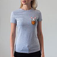 Женская серая футболка, карман с собакой