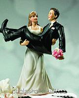 Украшаем свадебный торт оригинальными фигурками