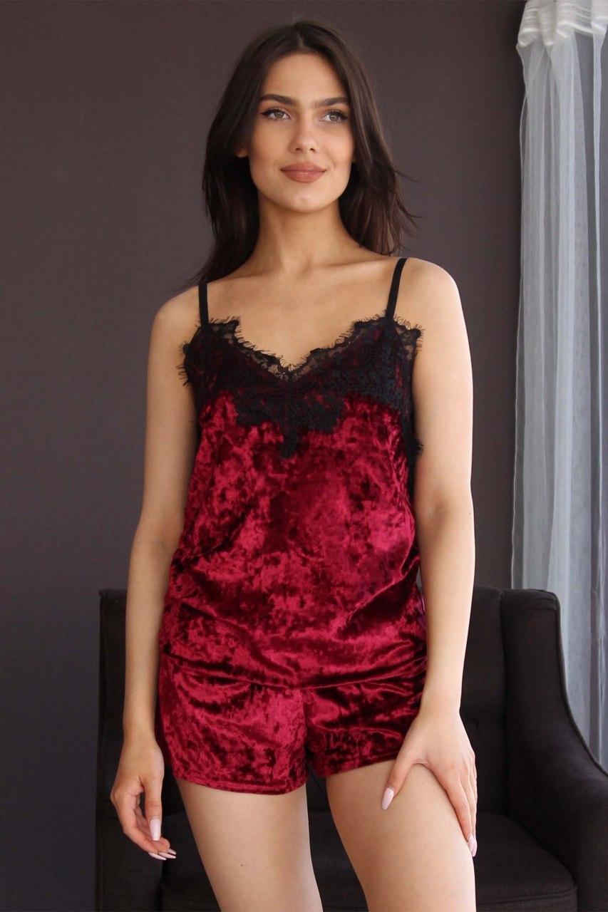 Пижама женская из мраморного велюра. Комплект майка и шорты бордового цвета