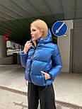 Женская короткая зимняя куртка с переливом и съемным капюшоном (р. 42-48) 8401485, фото 6