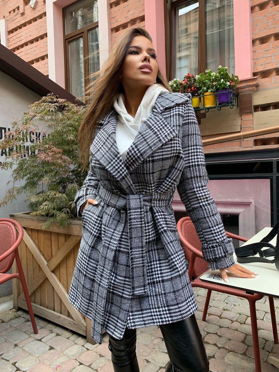 Женское утепленное пальто на запах под пояс в клетку (р. 42-46) 5802303