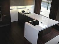Каменная кухонная столешница  (цвет уточнять)
