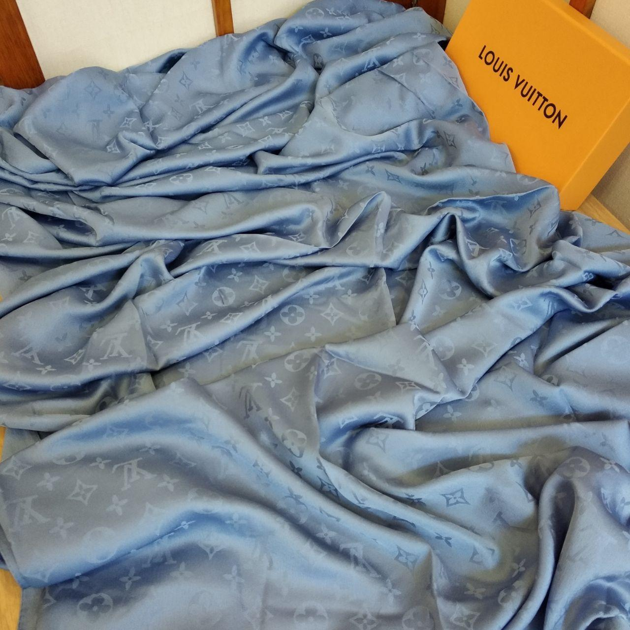 Платок Louis Vuitton шелк серо-голубой