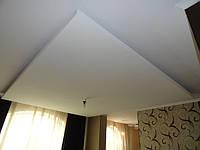 Прямоугольный двухуровневый потолок из гипсокартона с подсветкой.