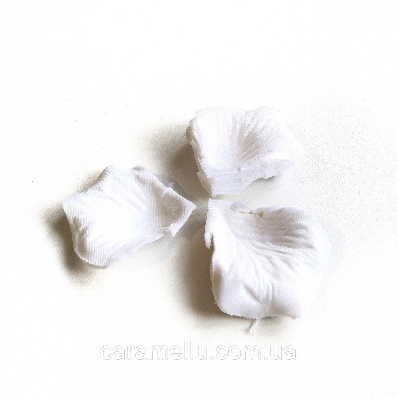 Лепестки роз. Около 150 шт. 24 г. Цвет белый.