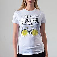Женская белая футболка с велосипедом