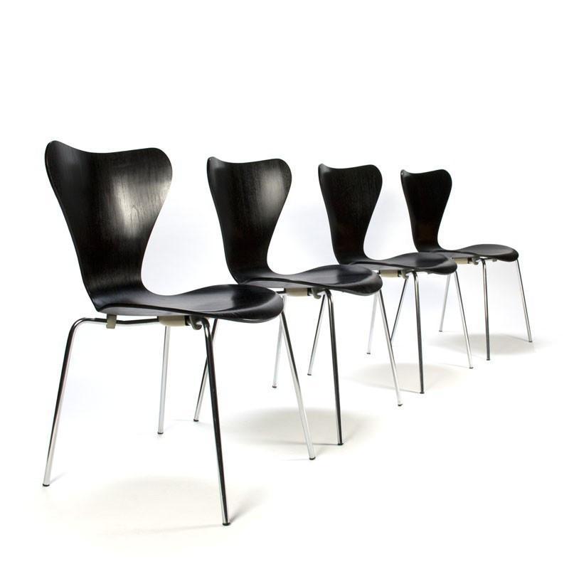 Чорний стілець з пластиковим фігурним сидінням і хромованими ніжками Max Metal-2 - CH