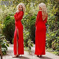 Красное вечернее платье из гипюра с разрезом