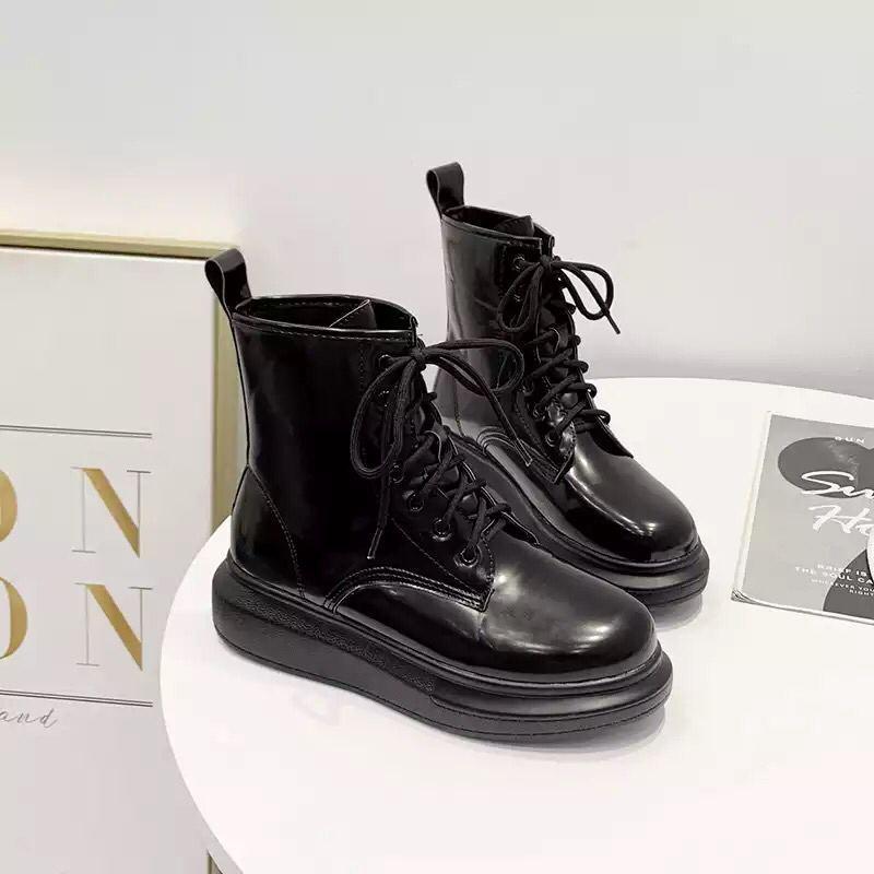 Ботинки женские лаковые на шнурках демисезонные