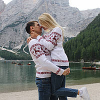 Коллекция  белых вязаных новогодних свитеров для пары