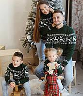 Семейная коллекция  зеленых вязаных новогодних свитеров