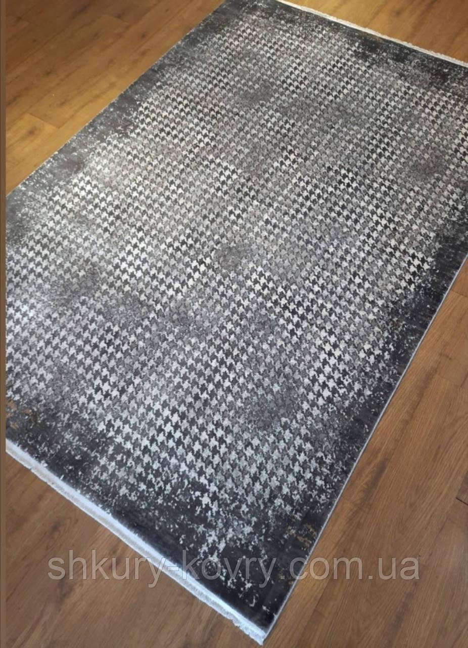 Сірий килим з бананового шовку з сучасним малюнком