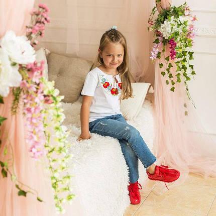 Стильна футболка для дівчинки білого кольору «Маки-ромашки», фото 2