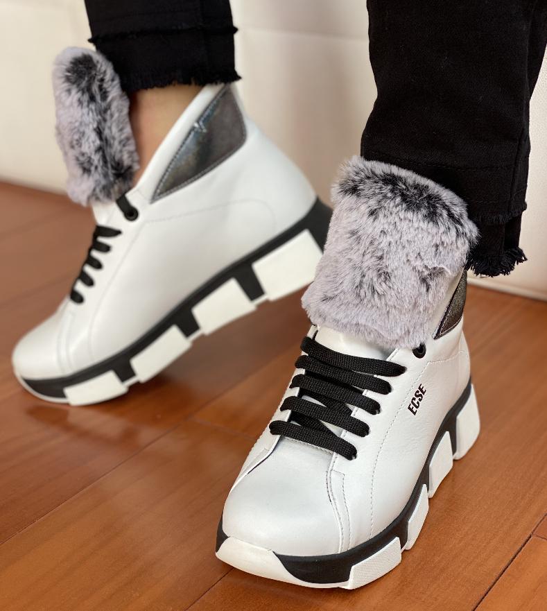 Ботинки женские зимние белые